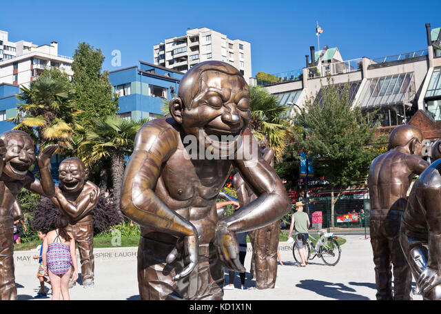 laughing-men-statues-a-maze-ing-laughter