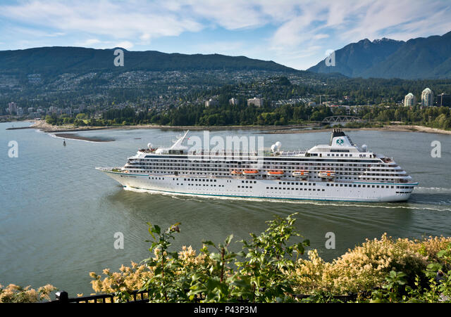 crystal-symphony-cruise-ship-departing-v