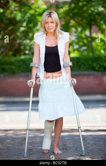 PHOTOS OF SINGLE GIRLS ON CRUTCHES
