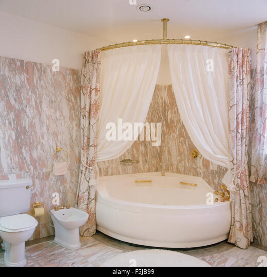 Shower Curtains Stock Photos & Shower Curtains Stock Images - Alamy