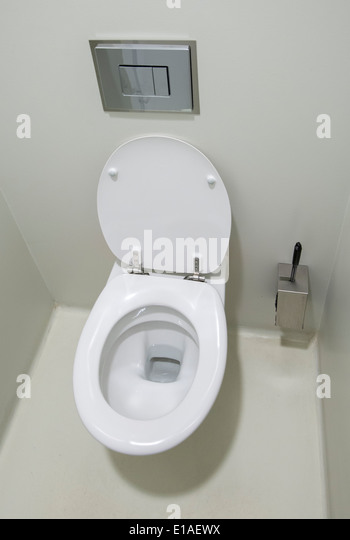 how to clean public toilets