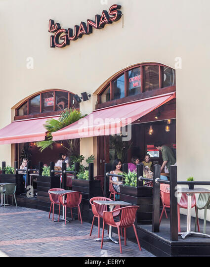 Exterior and outdoor dining area, Los Iguanas South American Restaurant, Hurst St, Birmingham, England, UK - Stock Image