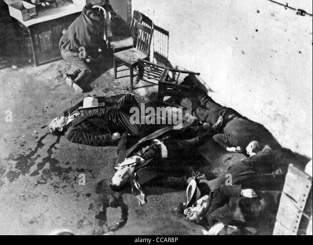 ST VALENTINEu0027S DAY MASSACRE 14 February 1929 When Al Caponeu0027s Gang Killed  Members Of Irish Gang