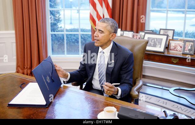 united states president barack obama signs hr barack obama enters oval