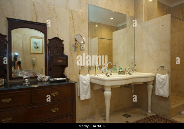Bathroom suites stock photos bathroom suites stock for Luxor baths