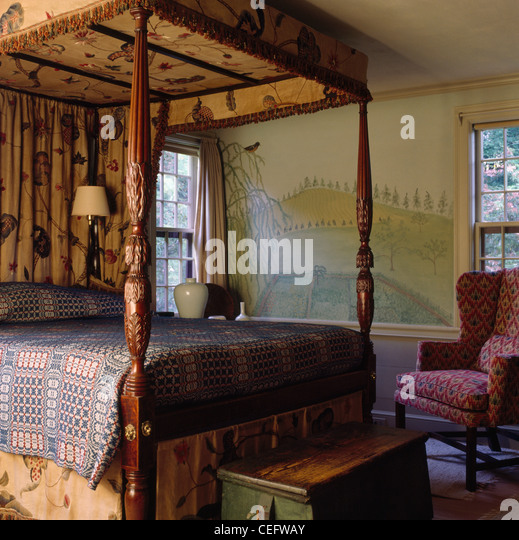 antique wooden four poster bed stock photos & antique wooden four