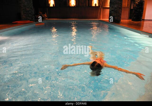 Balcons stock photos balcons stock images alamy for Piscine du rhone