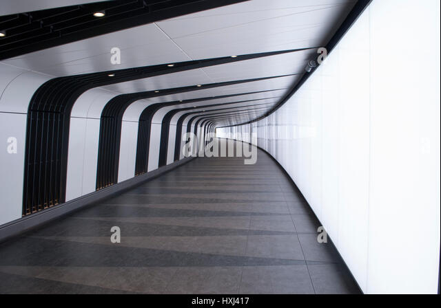 Light Wall Pedestrian Tunnel Kings Cross : Kings Cross Corridor Stock Photos & Kings Cross Corridor Stock Images - Alamy