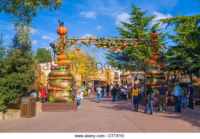 Disneyland halloween stock photos disneyland halloween for Amusement park decoration ideas