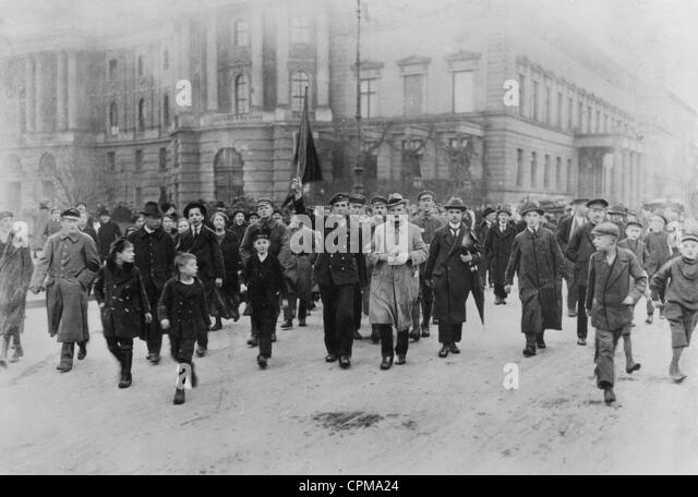 https://l7.alamy.com/zooms/a29db182198c4abea94190f8e2471d45/november-revolution-in-berlin-1918-cpma24.jpg
