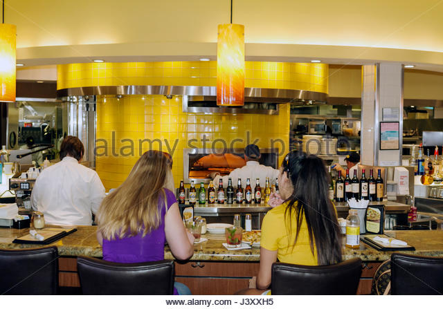California Pizza Kitchen Restaurant Stock Photos & California Pizza ...