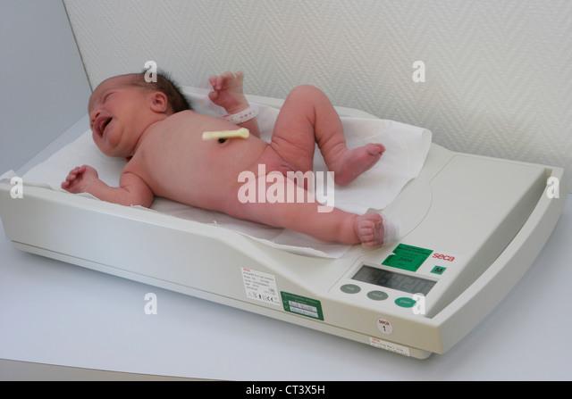 Weight Newborn Baby Stock Photos & Weight Newborn Baby Stock ...