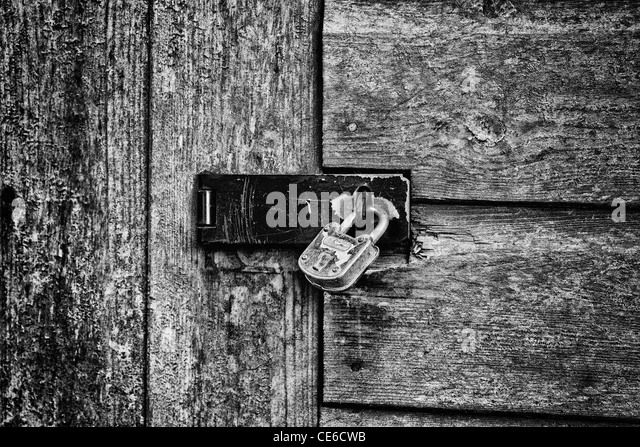 Padlocked door of a wooden shed - Stock Image & Padlock Door Black and White Stock Photos \u0026 Images - Alamy Pezcame.Com