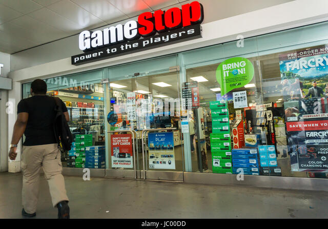 Video Game Store Usa Stock Photos & Video Game Store Usa Stock ...