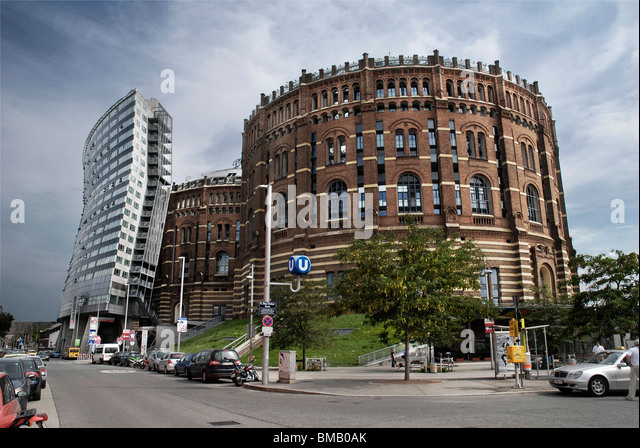 Austrija - Page 2 Gasometer-in-vienna-these-round-shaped-buildings-built-in-1899-were-bmb0ak