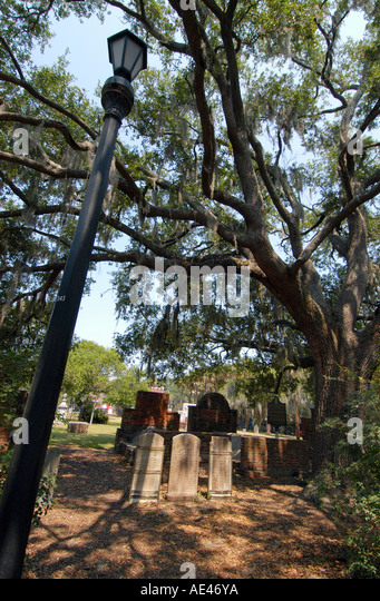 gravestones-colonial-park-cemetery-savan