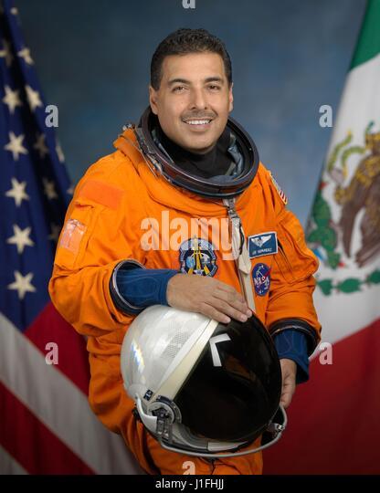 father jose hernandez astronaut - photo #32