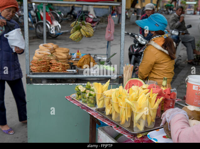 the importance of street vendors A lack of knowledge among street food vendors about the causes of food-borne disease is a major risk factor although many consumers attach importance to hygiene in selecting a street food vendor, consumers are often unaware of the health hazards associated with street vended foods.