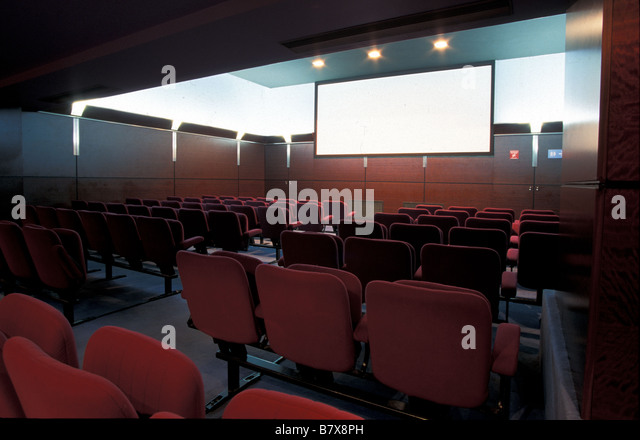 Salle de cinema 28 images file l id 233 al cin 233 ma for Demande 12s interieur d1a gov dz