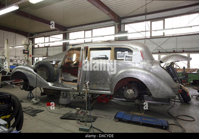 Oldtimer restauration stock photos oldtimer restauration for Mercedes benz auto body shop