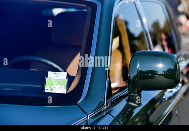 private chauffeur stock photos private chauffeur stock images alamy. Black Bedroom Furniture Sets. Home Design Ideas