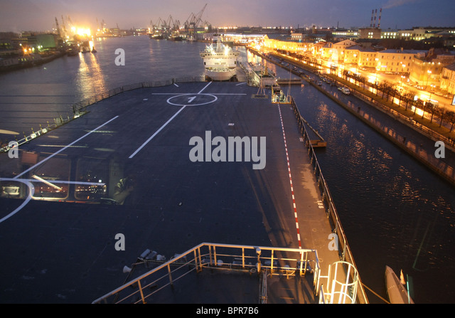 frances mistral assault ship arrives in st petersburg stock image