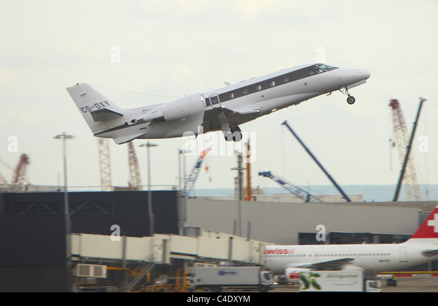Business Jet Landing Stock Photos Amp Business Jet Landing Stock Images  A