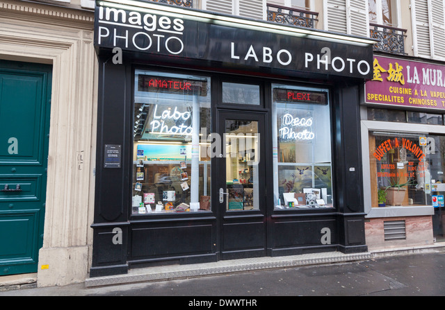 shop window display camera stock photos shop window display camera stock images alamy. Black Bedroom Furniture Sets. Home Design Ideas