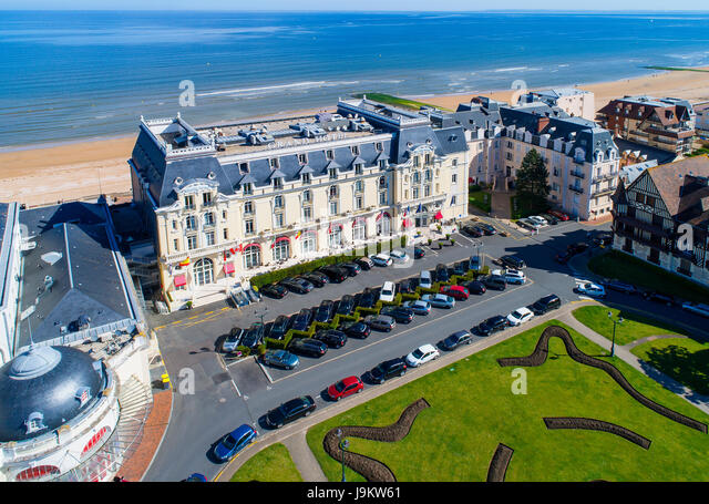 Cabourg stock photos cabourg stock images alamy - La cremaillere cote mer et hotel cote jardin ...