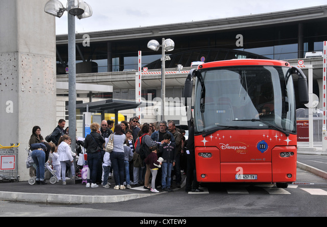 airport parking bus stock photos airport parking bus stock images alamy. Black Bedroom Furniture Sets. Home Design Ideas