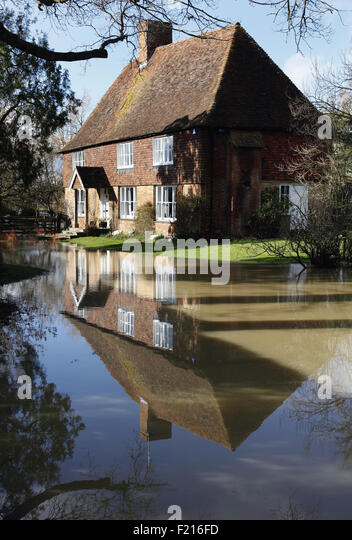 Headcorn stock photos headcorn stock images alamy for The headcorn minimalist house kent