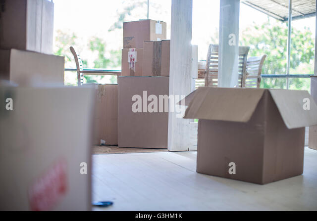 Room filled cardboard boxes stock photos room filled for Used boxes for moving house