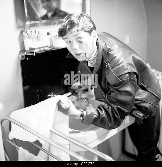1960s cleaning stock photos  u0026 1960s cleaning stock images