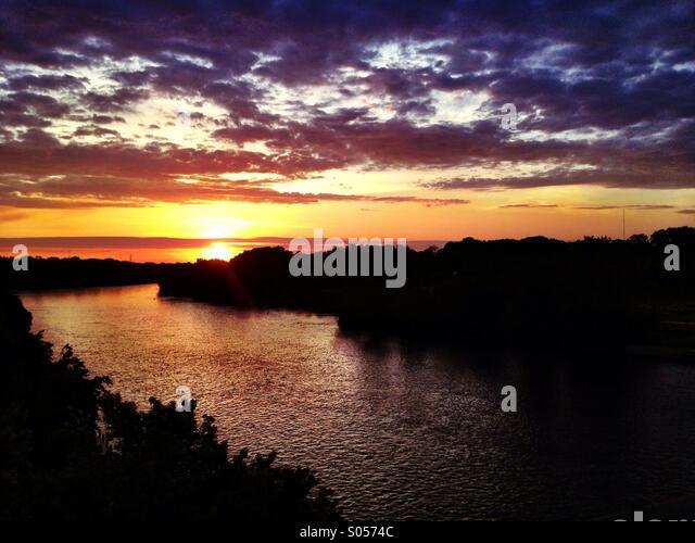 sunrise-on-the-fox-river-in-appleton-wis