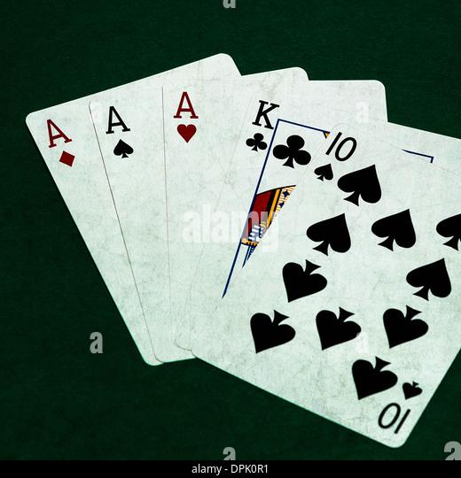 Three of a kind three card poker