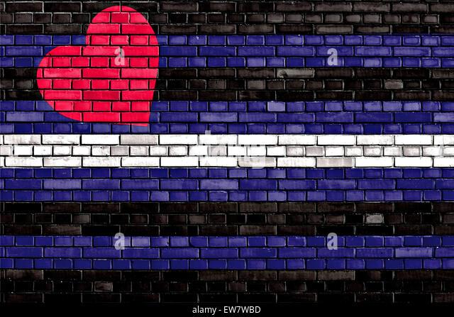 brick gay singles Elle signe chez capitol et sort un trois titre « ur so gay » en 2007 où elle affiche sa fascination de la culture gay et sa  trois singles en  brick by brick.