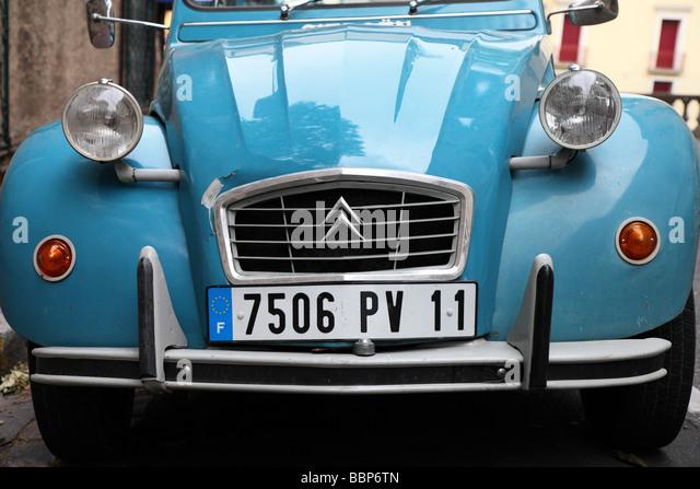 Citroen 2cv france stock photos citroen 2cv france stock for Garage auto narbonne