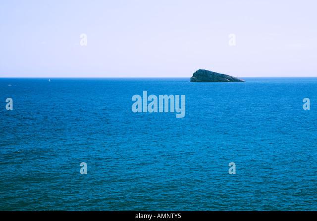 Die Erde, in der wir leben und der Raum, der die Welt ist - Seite 57 Lonely-island-in-front-of-benidorm-valencia-spain-amnty5