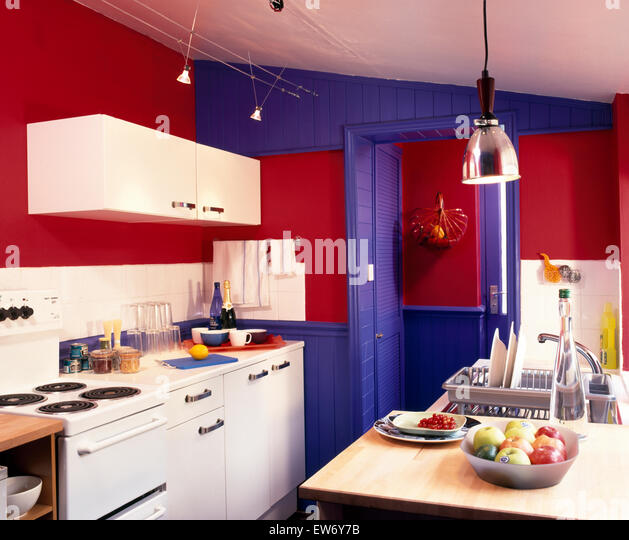 D appliances stock photos d appliances stock images alamy for Red fitted kitchen