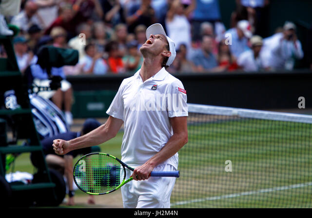 London, UK. 12th July, 2017. Wimbledon Tennis: London, 12 July, 2017 - American Sam Querrey celebrates following - Stock Image