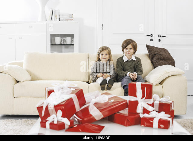 Weihnachtspaeckchen stock photos weihnachtspaeckchen for Sofa vor heizung