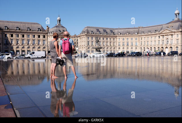 Miroir d 39 eau bordeaux stock photos miroir d 39 eau bordeaux for Mirror pool bordeaux