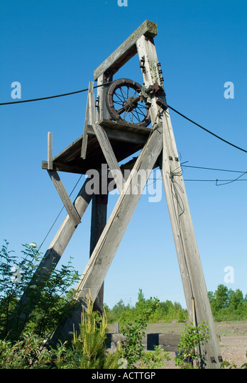 Rope And Pulley Mechanism : Rope pulley system stock photos