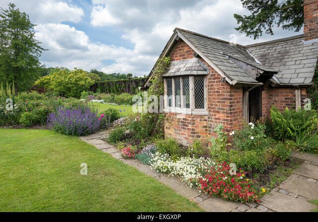 Feature Cottage Garden Stock Photos & Feature Cottage ... Quaint English Cottages