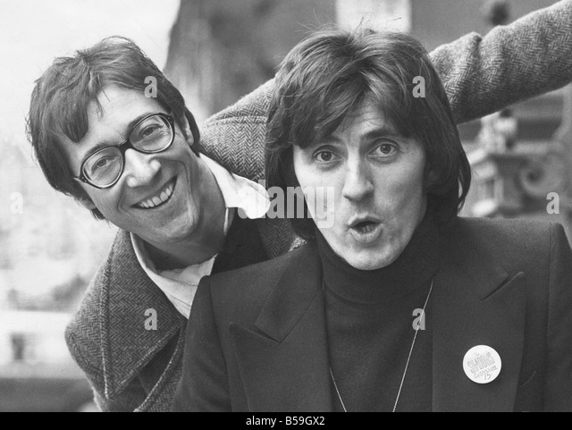Bruce Welch: Hank Marvin Stock Photos & Hank Marvin Stock Images