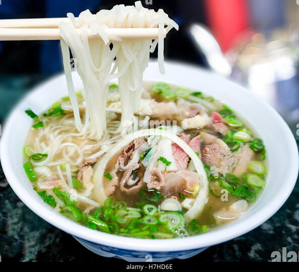 bowl-of-vietnamese-pho-noodle-soup-with-