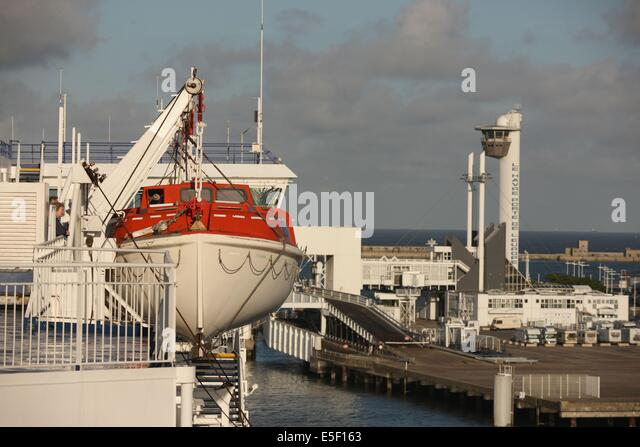 portsmouth ferry port stock photos portsmouth ferry port stock images alamy. Black Bedroom Furniture Sets. Home Design Ideas