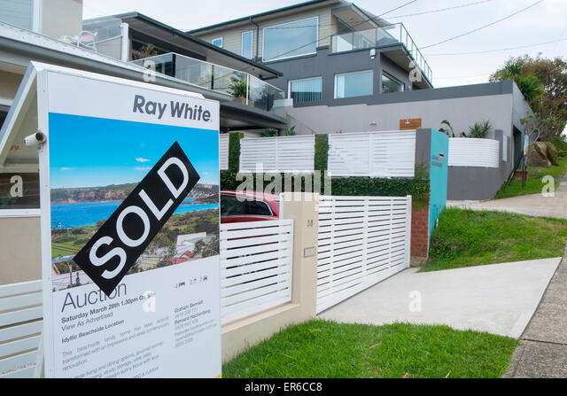 Home House Property For Sale Sold By Auction In Curl Curl Sydney,australia    Stock