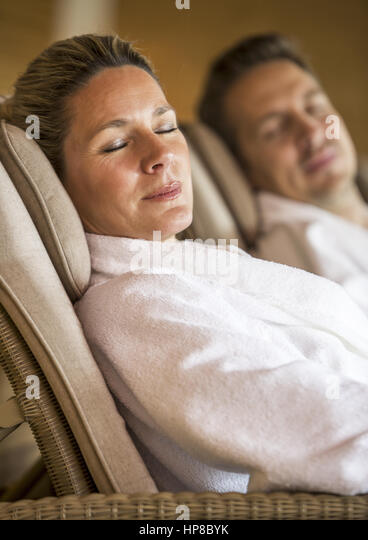 frau mann sauna stock photos frau mann sauna stock images alamy. Black Bedroom Furniture Sets. Home Design Ideas