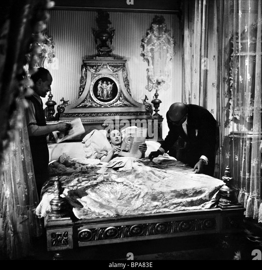 a description of the film madame de directed by max ophuls Directed by max ophüls with charles boyer, danielle darrieux, vittorio de sica, jean debucourt the earrings of madame de madame de.